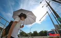 Hà Nội hứng chịu nắng nóng đỉnh điểm, nhiệt độ thực tế ngoài trời hơn 40 độ