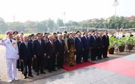 Lãnh đạo Đảng, Nhà nước tới đặt vòng hoa, vào Lăng viếng Chủ tịch Hồ Chí Minh