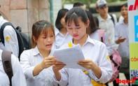 """Cận kề ngày thi vào lớp 10, học sinh và phụ huynh Hà Nội cùng """"lâm trận"""" ôn luyện"""