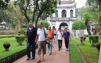 Khách du lịch tại Hà Nội được hỗ trợ thông tin hiệu quả