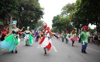 Người dân phấn khích với carnival phố đi bộ sôi động chưa từng thấy