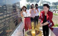 Chủ tịch Quốc hội dâng hương tưởng niệm liệt sỹ ở Vĩnh Long