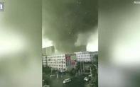 Cảnh tượng như tận thế khi lốc xoáy kinh hoàng xé toạc thành phố Trung Quốc