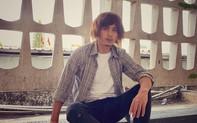 Xôn xao hình ảnh Hồ Quang Hiếu với tóc dài bù xù, râu ria nhếch nhác, ăn mặc luộm thuộm
