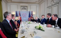 """Chiêu """"phủ đầu"""" TT Trump đáng yêu của ông Macron không ngăn được màn tranh cãi """"nảy lửa"""" về Nga tại G7"""