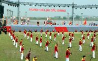 Hàng vạn du khách nô nức dự lễ hội mùa Thu Côn Sơn-Kiếp Bạc