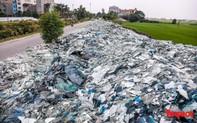 Bắc Ninh: Cận cảnh bãi tập kết kính phế liệu khổng lồ nằm chình ình giữa làng