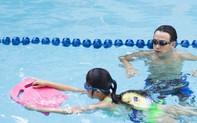 """MC Quang Bảo quyên góp được hơn 700 suất học bổng """"xóa mù bơi"""" cho trẻ em"""