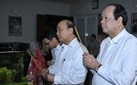 Thủ tướng dâng hương các đồng chí nguyên lãnh đạo Đảng, Nhà nước, Chính phủ