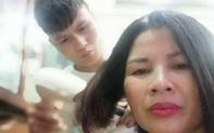 Đầu năm ấm lòng với hình ảnh giản dị: Quả bóng vàng Quang Hải ân cần sấy tóc cho mẹ đi chơi Tết