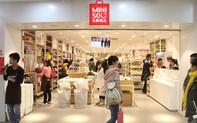 Bán đồ 'Nhật nhái' giá bèo, 7 năm chưa hề có lãi, điều gì khiến Miniso nổi lên như một thế lực toàn cầu, tăng trưởng vượt cả Uniqlo và Muji?