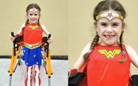Bé gái 6 tuổi bị bệnh không thể đi bộ quá 5 phút nhưng lại làm nên điều không tưởng ở giải chạy marathon
