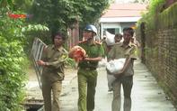 Lực lượng công an Thừa Thiên Huế gấp rút giúp dân chống bão số 9