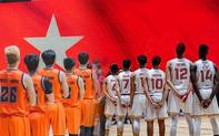 """Danang Dragons và Saigon Heat """"bắt tay"""" trước trận chiến, làm điều ý nghĩa vì trẻ em miền Trung"""