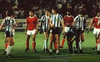 """Maradona từng làm cả đội Indonesia trố mắt, đứng im như tượng nhờ cú tâng bóng """"ma thuật"""""""