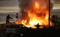 Màn thoát chết thần kỳ trên đường đua F1: Xe vỡ nát và bốc cháy ngùn ngụt hơn chục giây, tay đua mới lồm cồm thoát ra