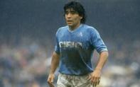 Câu chuyện đầy cảm động về trận đấu trong bùn của Maradona, giúp người bạn nhưng nay trở thành kẻ vô gia cư