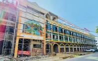Tiểu thương thi công gian hàng sẵn sàng chuyển về chợ Du lịch Lào Cai sắp khai trương