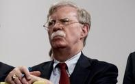 """Phá vỡ im lặng, cựu cố vấn an ninh Bolton hé lộ cách biết thêm về """"hậu trường"""" chính quyền Trump"""