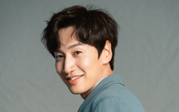 """NÓNG: """"Hươu cao cổ"""" Lee Kwang Soo bị tai nạn xe hơi, sẽ phẫu thuật vào chiều nay 18/2"""