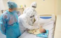 Tại sao người mẹ tiếp xúc trực tiếp và thường xuyên với bệnh nhi 3 tháng tuổi nhưng không bị nhiễm COVID-19?