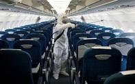 7 ngày qua ảnh: Cảnh khử trùng trên máy bay chở khách ở Việt Nam