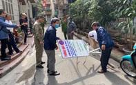 Hà Nội: Hộ dân tự ý lập barie, thu phí trông xe 50.000đ/h đối với ô tô đỗ trong ngõ