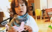 """Đài Loan: Mẹ đang xem """"Hạ cánh nơi anh"""" thì con gái 14 tháng tuổi nô đùa cũng """"hạ cánh"""" từ trên giường xuống đất gãy xương đòn"""