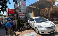 Người phụ nữ đỗ ô tô rồi để xe trôi tự do khiến 1 người thiệt mạng
