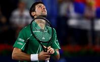 """Djokovic lại thể hiện bản lĩnh tuyệt vời, thoát hiểm ngoạn mục trước """"gã điên"""" để vào chung kết Dubai Championships"""
