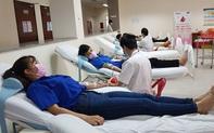 Hàng trăm người tham gia hiến máu tình nguyện giữa mùa dịch Covid-19
