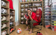 Gặp gỡ người đàn ông sở hữu bộ sưu tập khiến mọi CĐV của Manchester United phải thèm muốn: Khi giày của Beckham được coi là lẽ sống thì vợ cũng có thể từ bỏ!