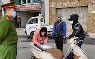 Hà Nội: 3 trường hợp đầu tiên không thuộc diện được phép ra đường bị phạt 200.000 đồng/người