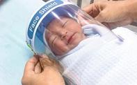Chào đời mùa Covid-19: Trẻ sơ sinh được trang bị thêm mũ che mặt chống virus, dân mạng chia sẻ ầm ầm vì quá dễ thương