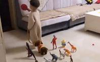 """Đang ngủ thấy con trai dẫn cả dàn """"chiến hữu"""" ra phòng khách, biết lý do người mẹ xúc động không nói nên lời"""