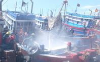 Tàu cá tiền tỷ bốc cháy ngùn ngụt giữa xưởng sửa chữa ở Đà Nẵng