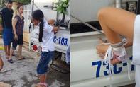 Hình ảnh bé gái 12 tuổi bị mẹ cột chân, trói tay phía sau xe tải vì trộm tiền gây xôn xao