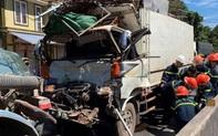 [Clip] Khoảnh khắc xe tải đâm đuôi xe bồn dừng đèn đỏ, tài xế mắc kẹt trong cabin bẹp dúm