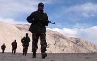 Bám sát Trung, Ấn đưa khí tài hạng nặng lên biên giới