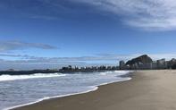 Bãi biển nổi tiếng nhất thế giới trống rỗng vì Covid-19