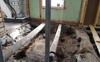 Dỡ sàn nhà lên để đặt tấm cách nhiệt, cặp vợ chồng ngỡ ngàng khi phát hiện bấy lâu nay họ giẫm chân lên một ngôi mộ cổ kỳ bí 1.000 tuổi
