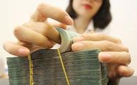 Lãi suất giảm nhưng tiền gửi vào ngân hàng vẫn tăng mạnh