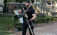 """Hộ tống ông Trump, mật vụ Mỹ thu hút mọi ánh nhìn bằng khẩu súng hàng khủng """"dài gần bằng người"""""""