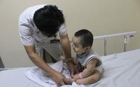 Bệnh tay chân miệng vào mùa: Trẻ em Hà Nội đua nhau nhập viện