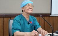 """GS.BS Trần Đông A - cố vấn ca phẫu thuật tách hai bé song sinh dính liền xúc động chia sẻ về ca đại phẫu: """"Không phải ai cũng có được hạnh phúc cứu được các cháu bé thập tử nhất sinh"""""""