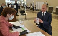 """Chiến thắng vang dội trong bỏ phiếu toàn quốc, cánh cửa quyền lực chính trị """"trọn đời"""" mở toang cho Tổng thống Putin?"""