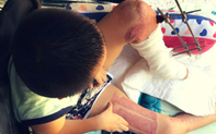 Tai nạn đau lòng: Đạp xe đi mua sữa, bé trai 9 tuổi bị container cán nguy kịch