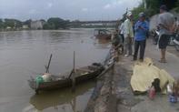 Phát hiện thi thể 3 mẹ con buộc chặt vào nhau nổi trên sông ở Bắc Giang