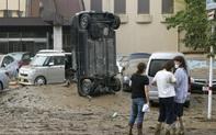 Chùm ảnh lũ lụt ở Nhật Bản: Nhấn chìm viện dưỡng lão, nuốt chửng nhà dân, cụ bà 78 tuổi ngụp lặn trong nước cùng chồng thoát chết thần kỳ
