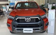 Đại lý ồ ạt chào cọc Toyota Hilux 2021 tại Việt Nam: Giá dự kiến không đổi, đầu xe giống RAV4, đe doạ Ford Ranger